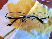 Eyeglass frame in black and white