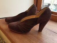 1950s ladies women's suede shoe