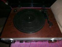 VINTAGE RECORD PLAYER/RADIO