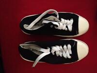 Ladies shoes size 5.