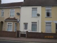 3 BEDROOM HOUSE WITH GARDEN AND PRIVATE PARKING