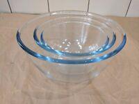 Set of 3 Pyrex glass bowls