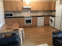 7 bedroom flat in Royal York Crescent, Bristol, BS8 (7 bed) (#948575)