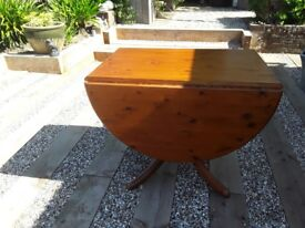 Drop leaf dinning table