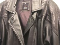 Lovely ladies leather jacket (black). Size 14. Excellent condition (as new).