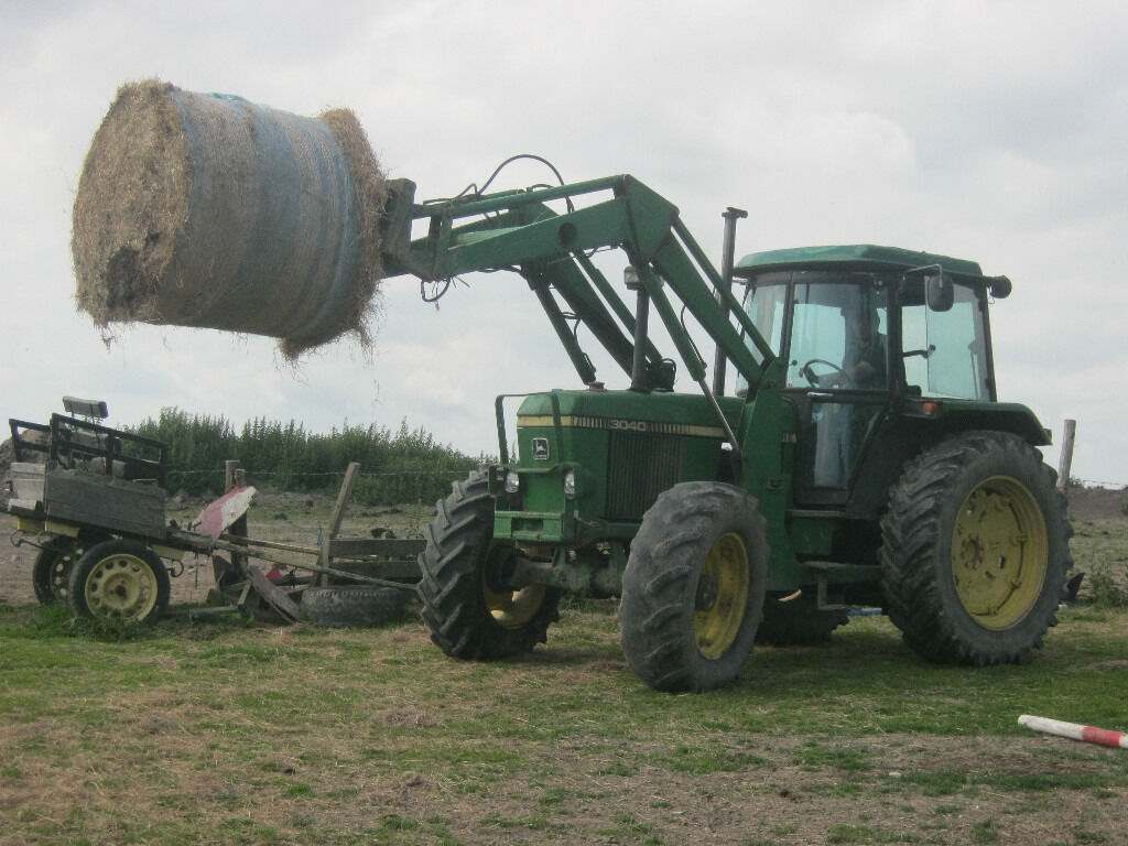 John Deere 3040 Tractor Cw Jd 265 Loader And Bale Spike