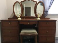 Bedroom dressing table, 2 x chest of drawers and 2 x bedside chests/drawers all to match