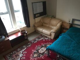 DOUBLE ROOM 420PM INCL BILLS + WIFI ONLY £200 DEPOSIT!!!!!!!!