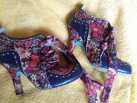 Ladys shoes size 5