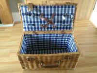 Stunning retro wicker hamper picnic basket