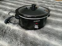 Slow Cooker - Black Cookworks 3.5L - almost new - includes vegetarian slow cooker recipe book