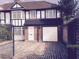 1 bedroom in Robin Hood Way, London, SW15 (#1078863)