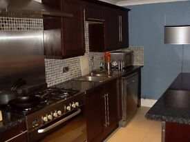 Single & double rooms available in Heaton town houses @ £70pw