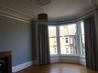 £700 pcm Spacious, Light, Top Floor Flat - Pollokshields