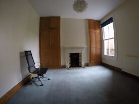 Two double rooms to choose from in a flat shared with one more person.