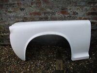 Pair Rover P4 Fibre Glass Front Wings