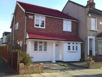 *LARGE 5 BEDROOM HOUSE AVAILABLE IN CHADWELL HEATH RM6! AVAILABLE END OF AUGUST 2016!
