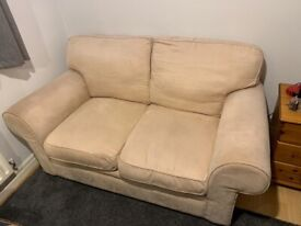IMMACULATE 2 SEATER CREAM SOFA FOR SALE / OPEN TO ALL OFFERS