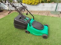 electric lawnmower with grass box