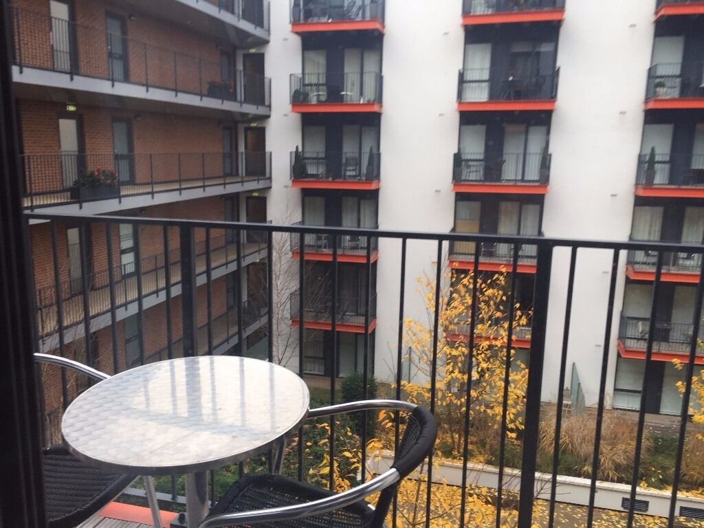 - Another great 1 bedroom property is available NOW in Royal Arsenal development - Warehouse court