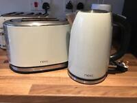 Kettle and toaster set.
