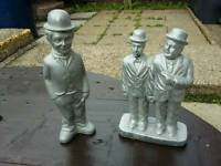 2 Small statues ( comedy)