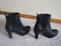 LADIES ECCO Black Ankle Boots, Size 7 (Eur 40) - COST £95 new
