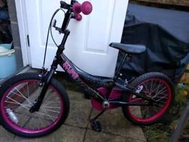 Girls bike (age 5 to 7)