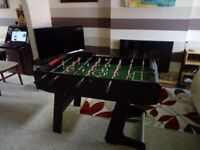 VIAVITO FT100X FOLDING FOOTBALL TABLE. BLACK/GREEN. EX CONDITION. COLLECTION ONLY