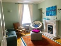Room to rent in spacious three bed flat in central Aberdeen (ideal for a student or professional)