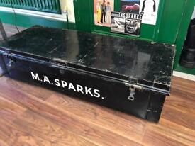 Large vintage army trunk / box / coffee table ?