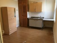 Converted1stFloor Bedsit Double Room Own Kitchen CommonShowerWC Garden IncludesBills VeryNearBRShops