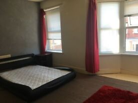 Very Large room in shared house Barry all bills included