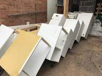 FREE: SELECTION OF BASE AND WALL UNITS