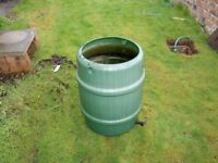 LARGE WATER BUTT - GREEN - USED - HOLDS WATER