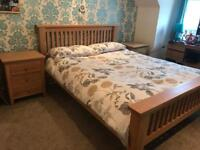 ***THIS WEEKEND ONLY £150*** KINGSIZE BED AND 2 X DRAWER SETS