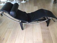 Chaise Longue, Le Corbusier Style. Black Leather.