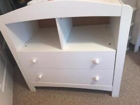 Baby changing station/chest drawers