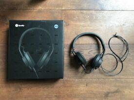 AiAiAI Headphones in box
