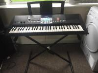 Yamaha psr-E423 digital keyboard with stand and music book stand in excellent condition