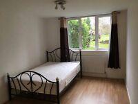 Double bedroom opposite Kingston hospital