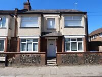 Immaculate 3 double bedroom garden flat to rent in the Willesden Green area close to amenities