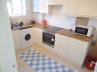 SW15 5NP __ ROEHAMPTON __ VERY LOVELY DOUBLE ROOM (ALL BILLS INCLUSIVE )