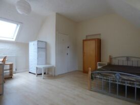 Large Double Bedroom available in Fallowfield