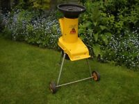GARDEN SHREDDER ALKO H1300 (240 volt) with extension lead & tools.