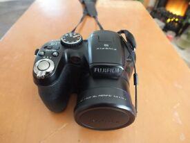 Fujifilm Finepix S2980 Camera, 14megapixels, 18X zoom.