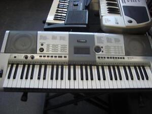 Piano électrique Yamaha E403