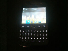 Like New Mint EE Black BlackBerry Bold 9720 Touch Screen Phone + Charger