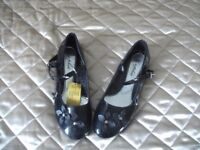 Girl's Black Patent Shoes - Size 38