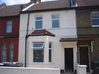 A Four Double Bedroom House Excellent Location On Street Parking With Two Bathroom N15